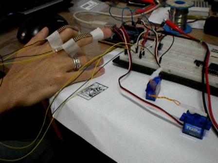 Projeto: movimentando servomotores com sensor flex e Arduino