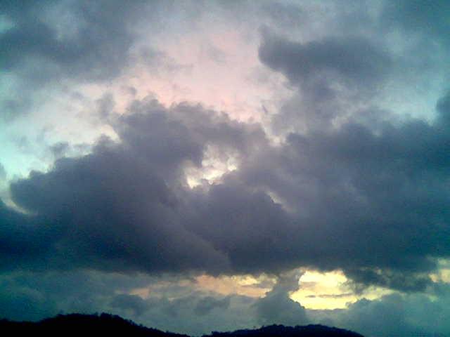 Mesmo por tras das escuras nuvens...sp bralhará o Sol..