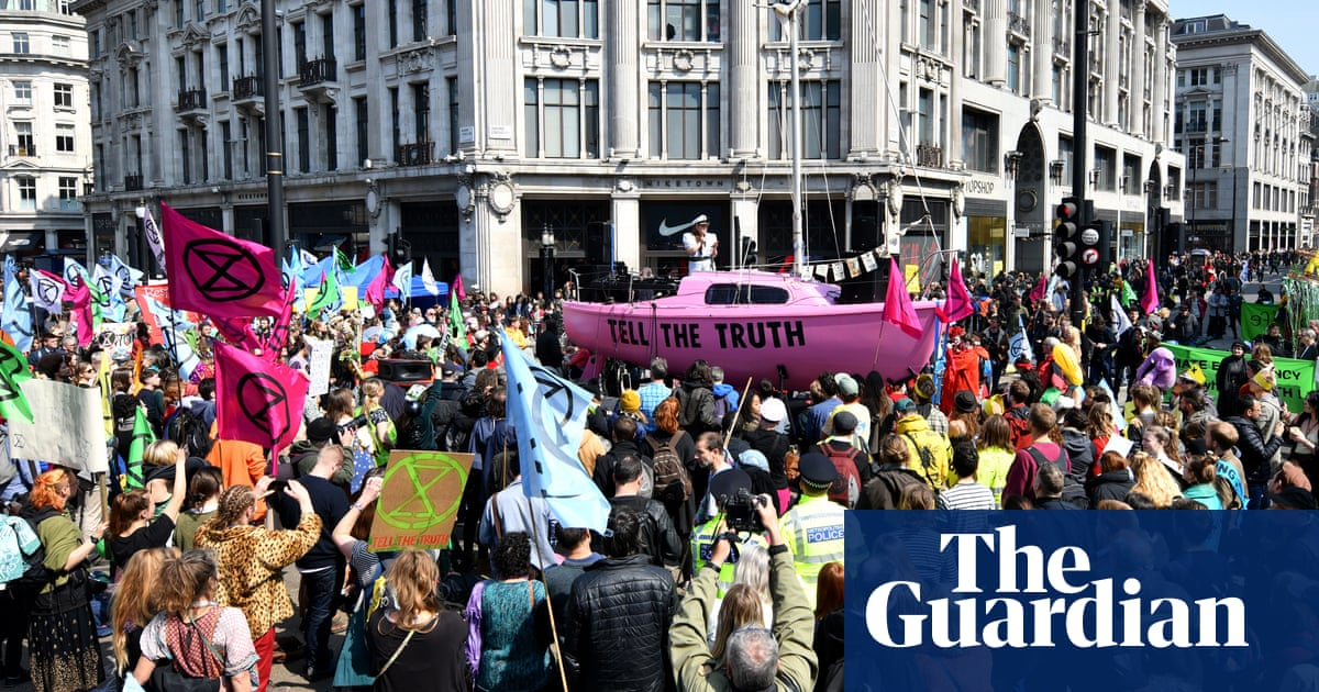 The Guardian: Thousands block roads in Extinction Rebellion protests across London