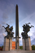 Паметникът на Асееневци голяма