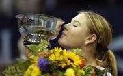 Мария Шарапова целува купата