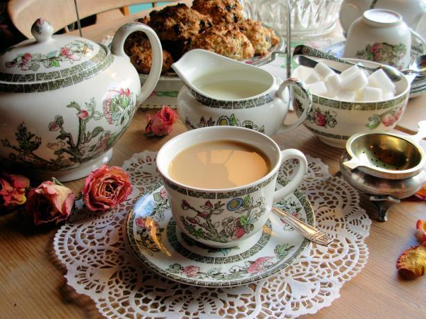 this photo about tea | qwellynaria | chai | kvelinaria | qvelinaria | ჩაი ინგლისურად | ქველინარია | ქველი | ჩაის მომზადება | როგორ მოვამზადოთ ჩაი | როგორ გავაკეთოთ ჩაი |