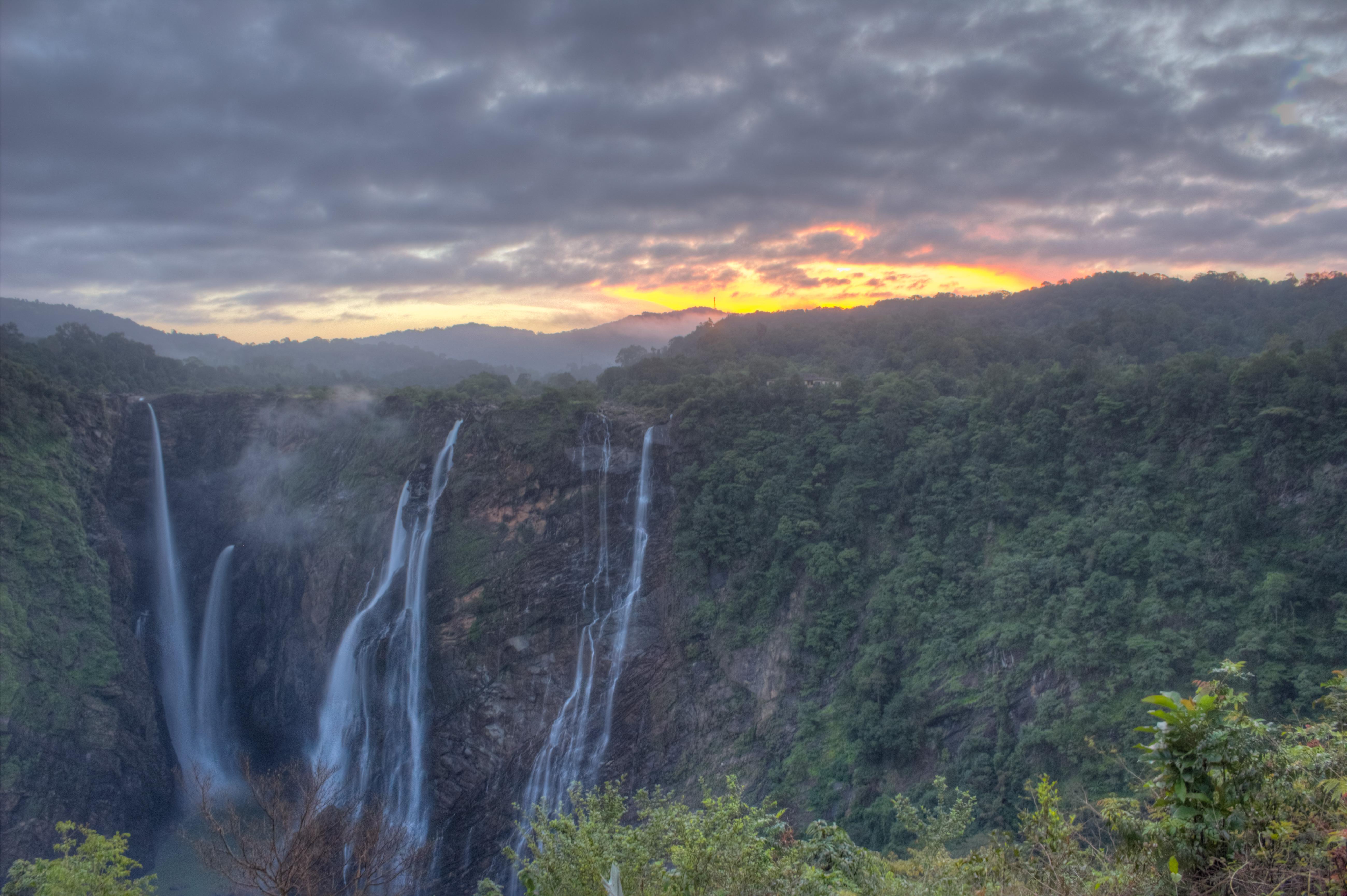 Gersoppa, Jog Falls, Kannada, Meghalaya, Nohkalikai, Sharavathi river, earth, hydroelectricity, power, qwelly, tourist, waterfall, გერსოპა, დედამიწა, ვატი, ვედებამდელი ჩანჩქერი, ინდოეთი, იოგა, კარნატაკი, მდინარე შირავატი, მეგჰალაია, საგარა, სახიადრის მთები, სიმძლავრე, ტურისტი, ჯოგი, ჰიდროელექტროსადგური, qwellyland
