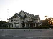 SIX FEET UNDER HOUSE2