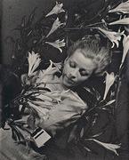 Ilse Bing - Salut de Schiaparelli