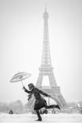 Maryana Lemak:Umbrellas in Black and White