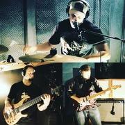 Rock trio in Studio