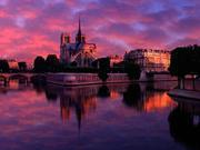 პარიზის ღვთისმშობლის ტაძარი მზის ამოსვლისას