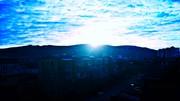 მთაზე მდგარი ჯვრიდან მზის სიცოცხლე იწყება