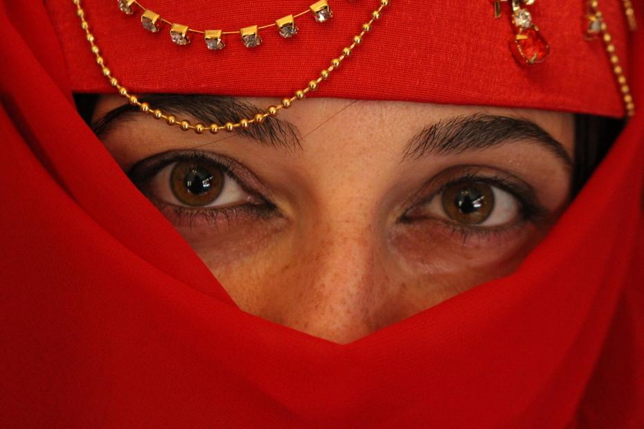 აზიზა ქალი თვალებით
