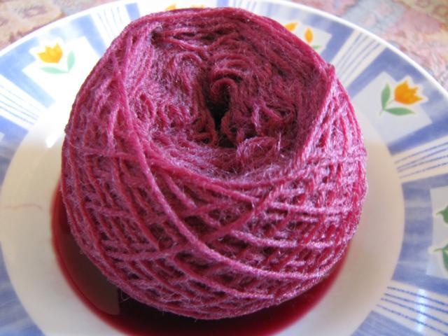 Sockenwolle direkt aus dem Farbbad