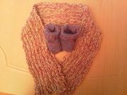 Babyschuhe und Schal