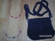 kleine Tasche mit Perlenketten