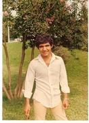 Guillermo Capellán (21) en el jardín de su casa en Jujuy