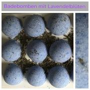 Badebomben mit Lavendelblüten