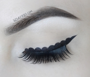 Wavy Eyeliner