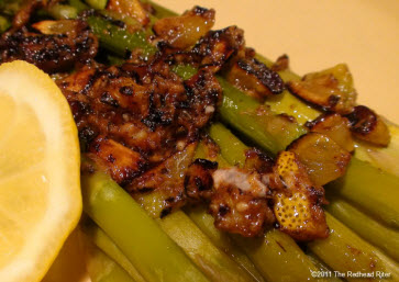 How To Cook Asparagus and Garlic Clove Sauce