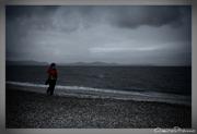 Σιωπή στην άδεια παραλία...