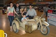 Οικογενειακώς πίσω από μια ZUNDAPP 750 του 1942 !!!