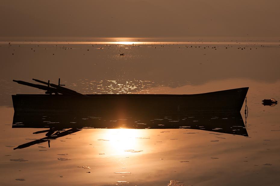 The sun beneath the boat