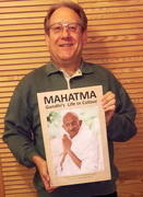 Peter_Ruehe_holding_a_copy_of_the_photo_biography_MAHATMA_-_Gandhi's_Life_in_Colour