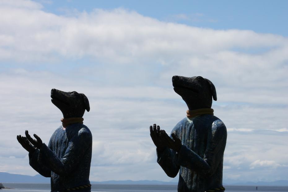 Peace Arch Sculpture Park: Grateful Dogs