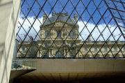 Oceľová konštrukcia pyramídy v Louvri.