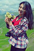 მთის ყვავილებით დათვიჯვრის უღელტეხილზე