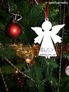 ქველობის ანგელოზი ნაძვის ხეზე