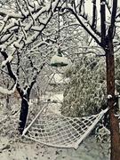 ჰამაკი იწვა და თოვლს აკატავებდა