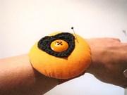 Nadelkissen mit Armband und Häkelherz