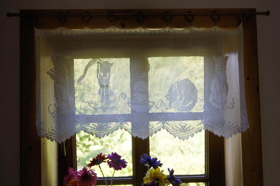Filethäkeln, Vorhang mit Katzenmotiv