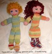 Puppe 12 une 13 mit Kleidung