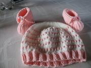 Babymütze und -schuhe