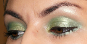 Shimmery Green Spring eyelook