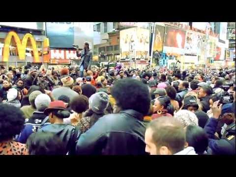 """Soul Train"" flash mob tribute to Don Cornelius - New York"