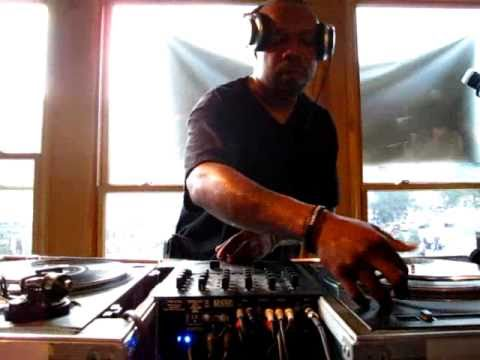 DJ Scratch on the 1's and 2's (Part 1 of 2) @ Fat Beats, NYC (The Final Day)