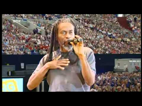 Watch This Crowd Make A Song! A Fantastic Improvisation With Bobby McFerrin