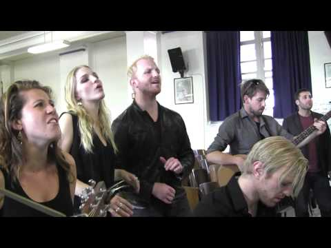 """""""Wonderwall"""" Delta Rae & PS22 Chorus (by Oasis)"""