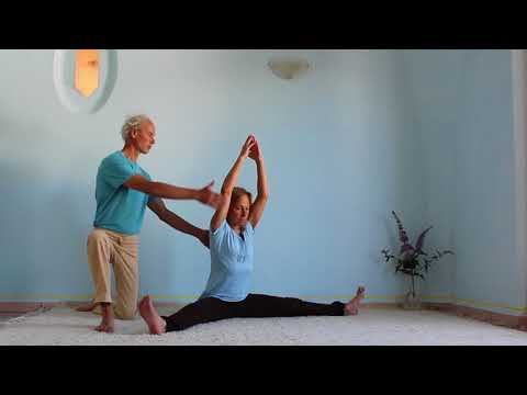 Yoga Arte - Die weite Dehnung – the wide stretch-  konasana