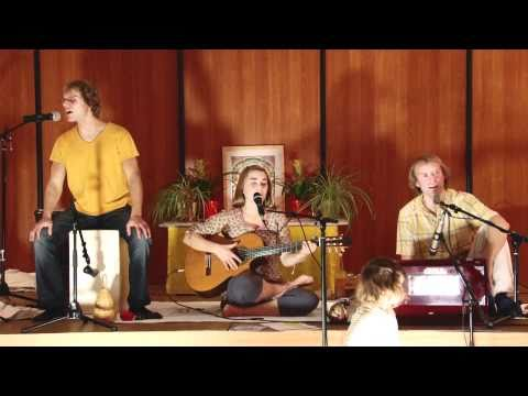 Mantra Chanting - Concert with the Bhaktas