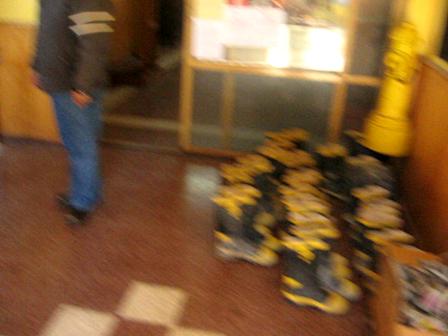 después de la entrega de EPP. Una mirada breve al departamento de bomberos     -   after the delive…