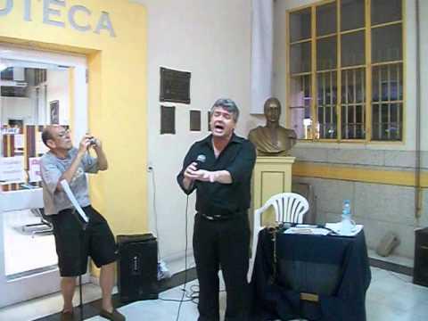Por Manuela Cesaratto Francisco Sierra cantante lirico en la muestera nacional cruzando fronteras