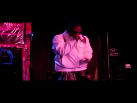 """Tef Kaluminoti Performs """"Take A Look"""" at The Pour House"""