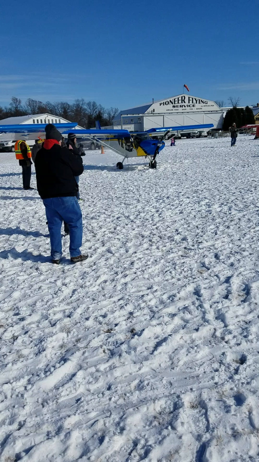 STOL CH 750 on skis