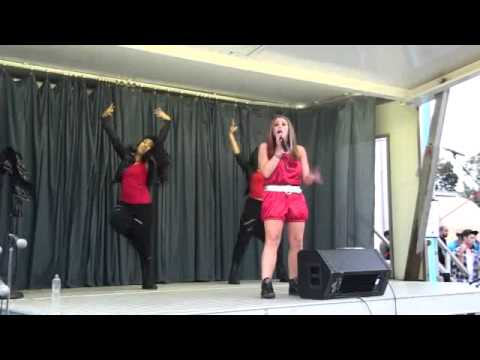 """Veronica Kole performing """"Lets Dance"""" with Stephy and Gabby"""