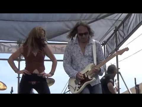 Stone Horse-Rock and Roll, Hoochie Koo