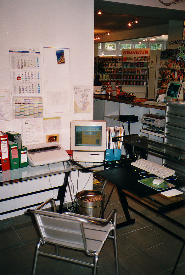 IIsi still serving in the store (1999)