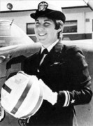 LT.  Barbara_Allen_Rainey First Us Navy Female Pilot Qualified as C-1A Trader Cod VR-30 1974