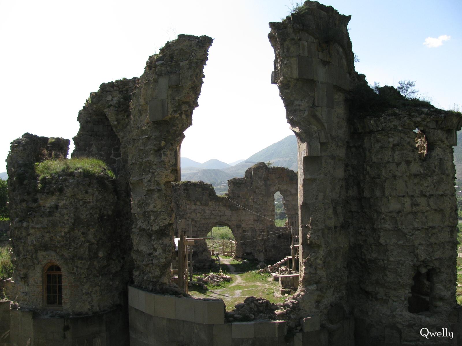 ტაძარი დასავლეთიდან, awyuris gmrtismshoblis saxelobis eklesia, blogi, giorgi maisuradzis blogi, qwelly, awyuri, gmrtismshobeli, xati, eklesia, awyuris cixe, castle, virgin icon, church, temple, აწყურის ღმრთისმშობლის სახელობის ტაძარი, ნანგრევები, აწყური, ციხე, აწყურის ციხე, აწყურის ღმრთისმშობელი, ღმრთისმშობლის ხატი, ციხესიმაგრე, ტაძარი, ტაძრის ნანგრევები, გიორგი მაისურაძის ბლოგი, ქველი